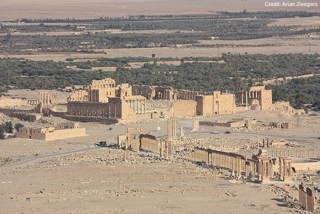 Palmyra, 2009 pre-war view from Qalaat Ibn Maan, Temple of Bel and colonnaded axis. (Photo Credit: Arian Zwegers via Wikimedia)